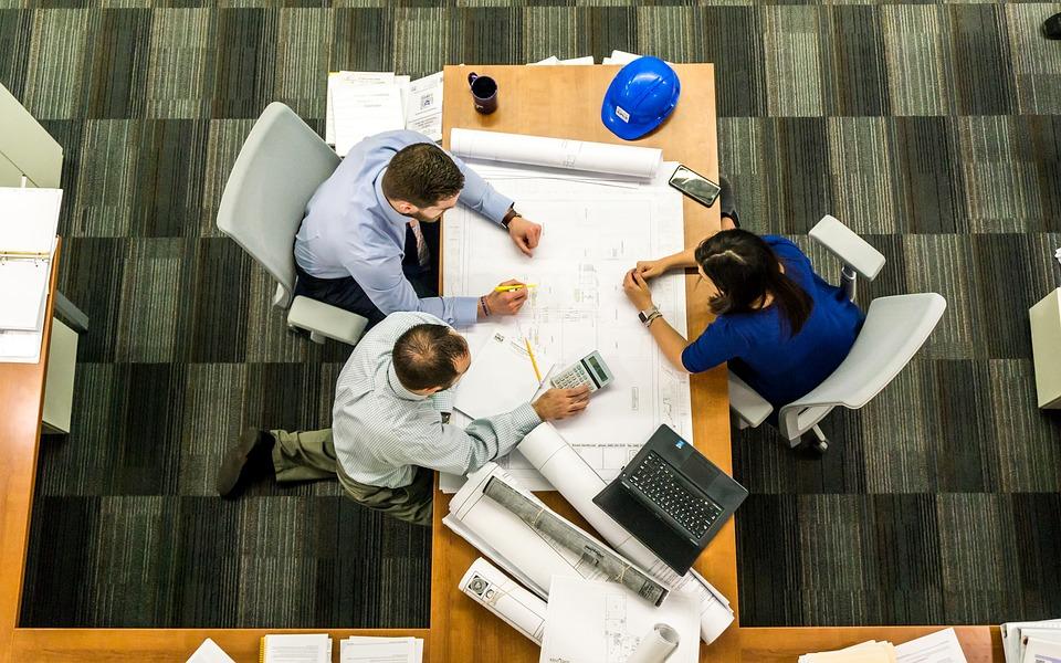 Comment organiser efficacement les réunions de travail