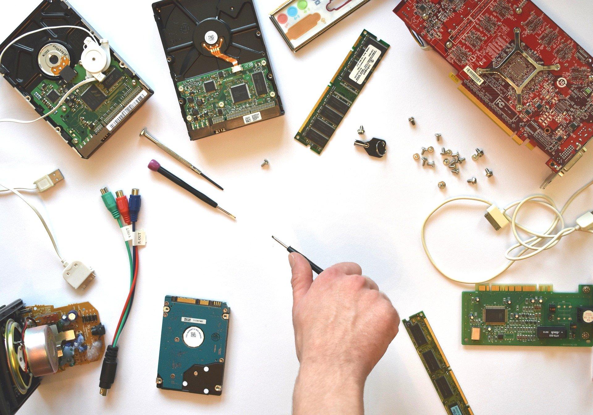 La formation des techniciens et ingénieurs en électronique