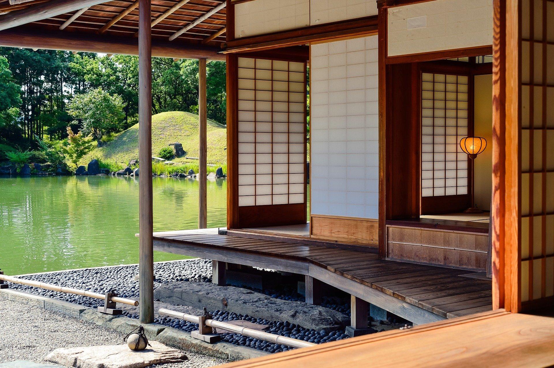 Installer des rideaux, stores et panneaux japonais